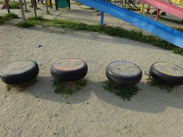 八幡市民スポーツ公園のちびっこ広場の遊具一号線ステップ