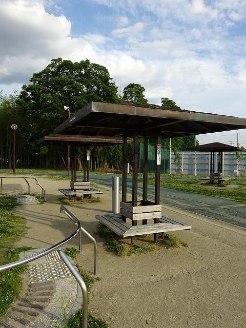 八幡市民スポーツ公園の休憩所