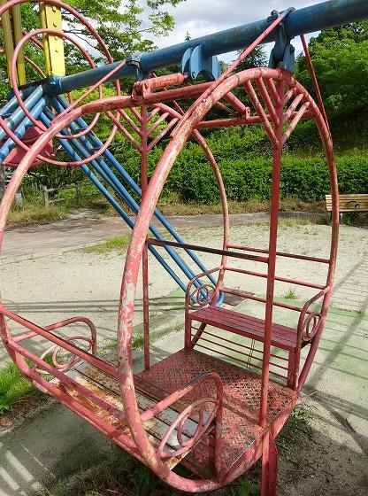 田辺公園の遊具ヒコーキランドののブランコの様な遊具