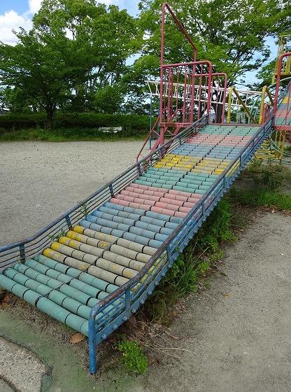 田辺公園の遊具ヒコーキランドのすべり台2