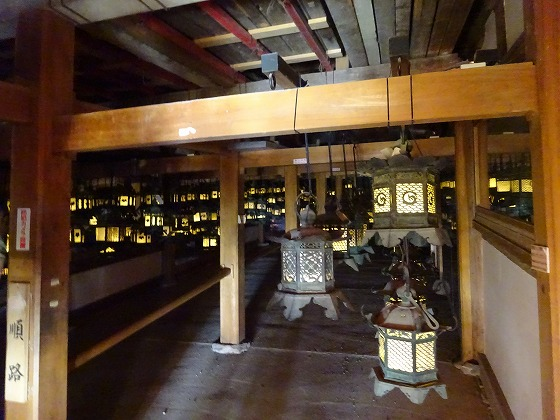 春日大社 藤浪の屋の燈籠