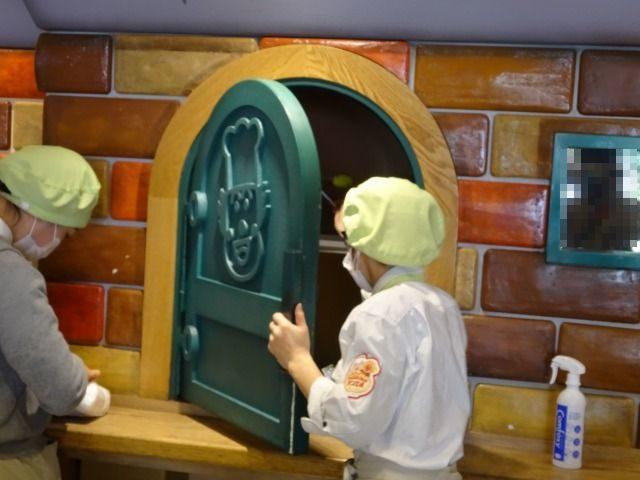 ジャムおじさんのパン工場神戸店内の様子3