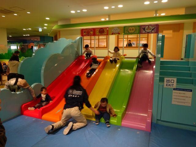 アンパンマンミュージアム虹のすべり台