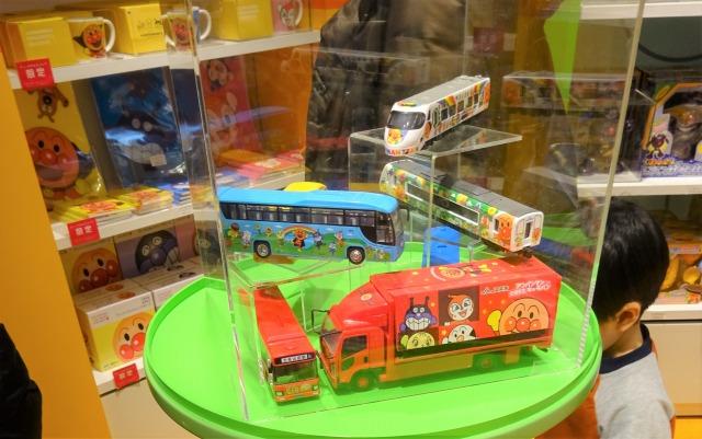 アンパンマンミュージアム ミュージアムショップの乗り物おもちゃ