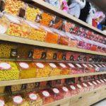 お菓子の量り売りの写真